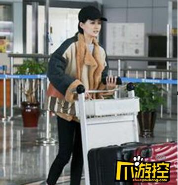 徐璐素颜现身机场 为拍摄新作品《鬼吹灯之黄皮子》