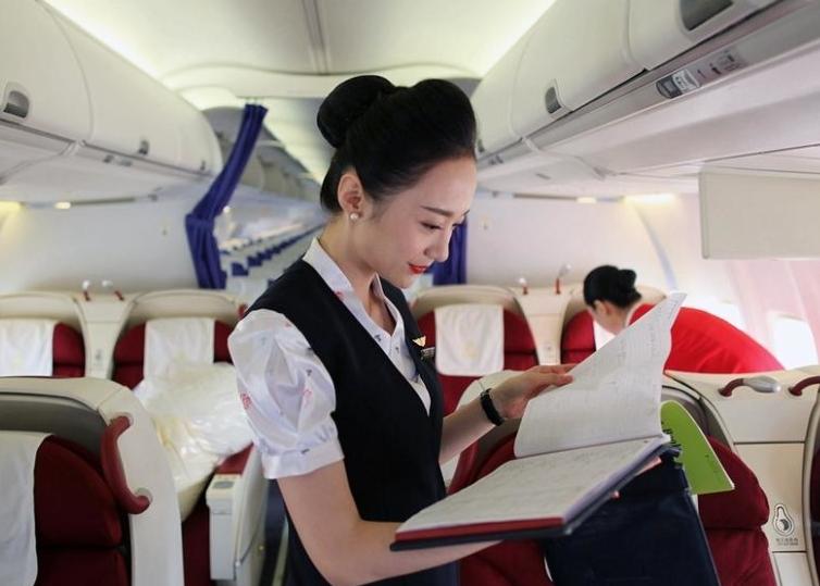 中国女孩获封世界最美空姐