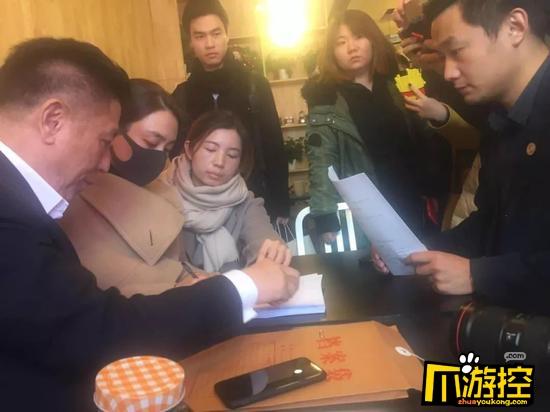 坐不住了!马苏现身海淀法院 起诉黄毅清造谣诽谤