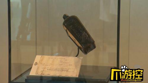 神奇!女子捡古老漂流瓶 距今132年纸张文字仍可见 2