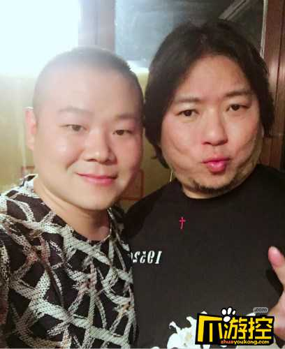 岳云鹏晒与高晓松合照 网友称是辣眼睛和呛嗓子组合.jpg