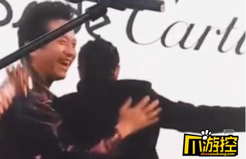 鄧超被保安當成粉絲 瘋狂擁抱蕭敬騰差點被誤打