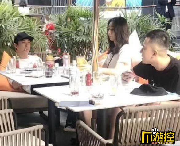 王思聪带两位新网红在成都吃饭蹦迪,前女友豆得儿发流泪照片