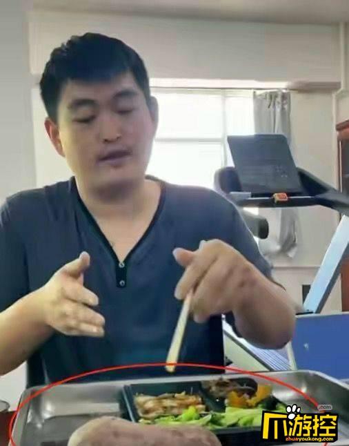 赵本山儿子吃盒饭抽10元烟
