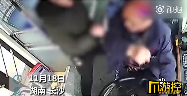 因質疑公交過站未停 一男子15秒連捶司機18拳