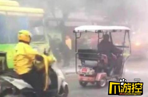 四川公交车爆炸多人受伤 嫌疑男子已被通缉