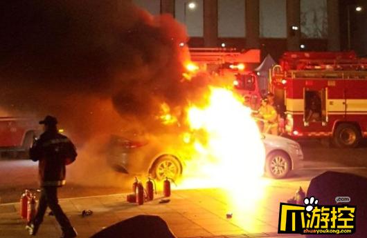 不满拼车软件抢生意 韩国的哥烧车自杀抗议
